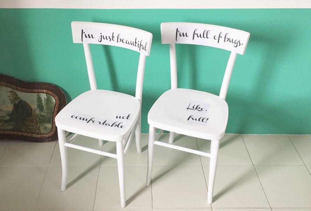 Decorare le sedie vintage con scritte tipografiche