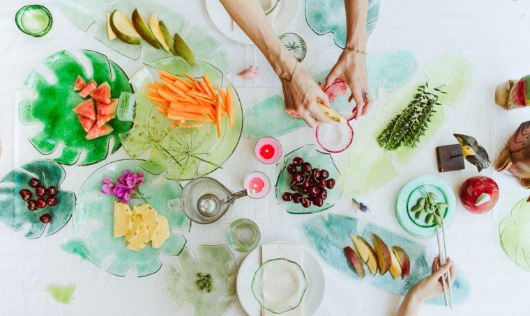 Mise en place botanica con gli oggetti in vetro di Chiara Valentini