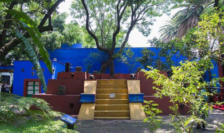 Nella casa di Frida Kahlo tra stucchi colorati e arte messicana