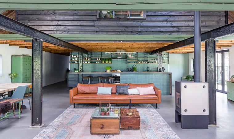 Arredare in stile industrial con acciaio, cemento e piante