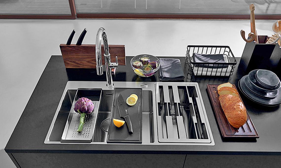 Accessori Per Lavelli Da Cucina.Gli Accessori Per Il Lavello Della Cucina Che Ti Fanno Risparmiare Spazio E Tempo Casafacile