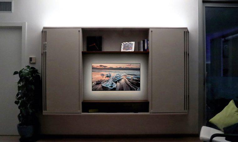 Guardare la TV con la luce giusta