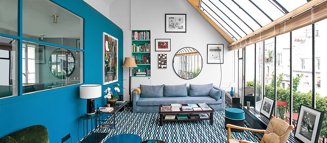 Lo studio si trasforma in casa con arredi vintage e un blu speciale f3abaf64b3a0