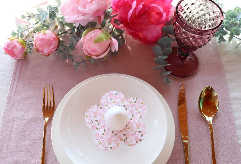 Portauovo a forma di fiore per la tavola di Pasqua