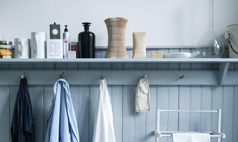 Rivesti le pareti del bagno con la boiserie in legno