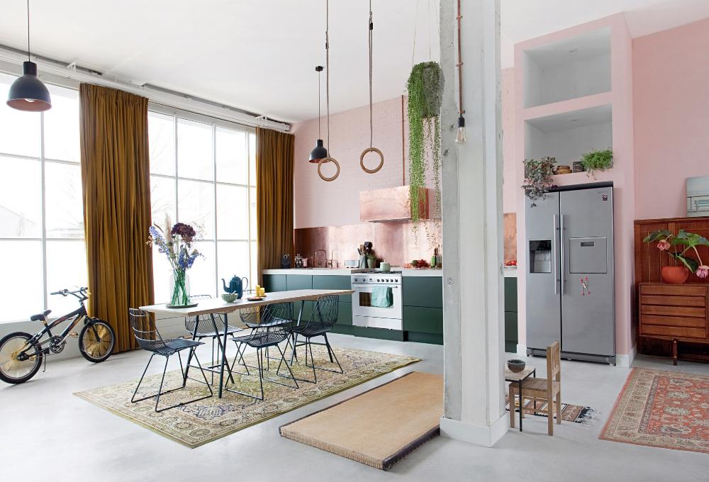 Rame, cemento e ottone: i materiali nobili creano lo stile della casa