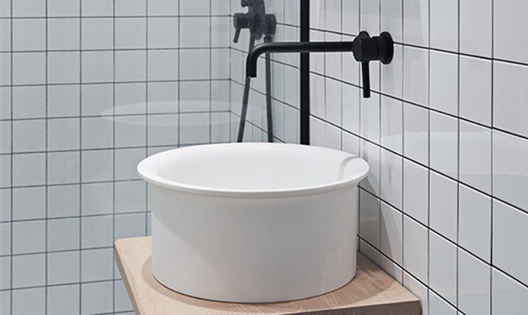 Il lavandino sospeso fai-da-te per il bagno