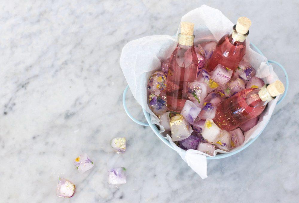 Come fare i cubetti di ghiaccio decorativi con i glitter