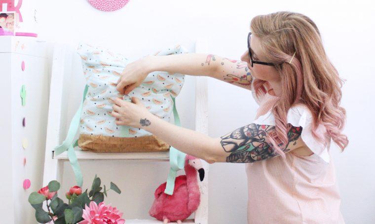 Come creare uno zaino in tessuto e sughero