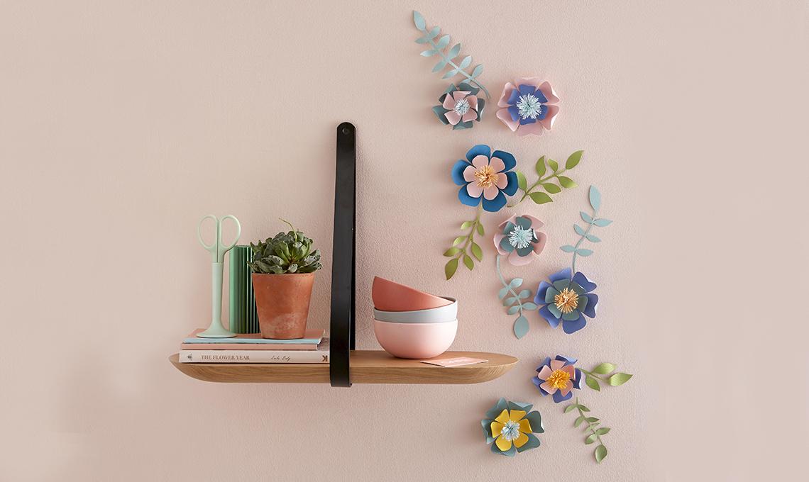 decorare la parete con i fiore