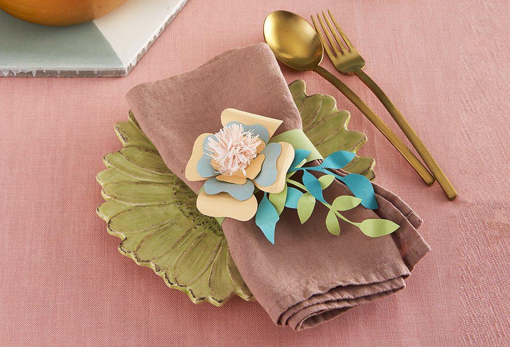 Paper art: il portatovagliolo a forma di fiore