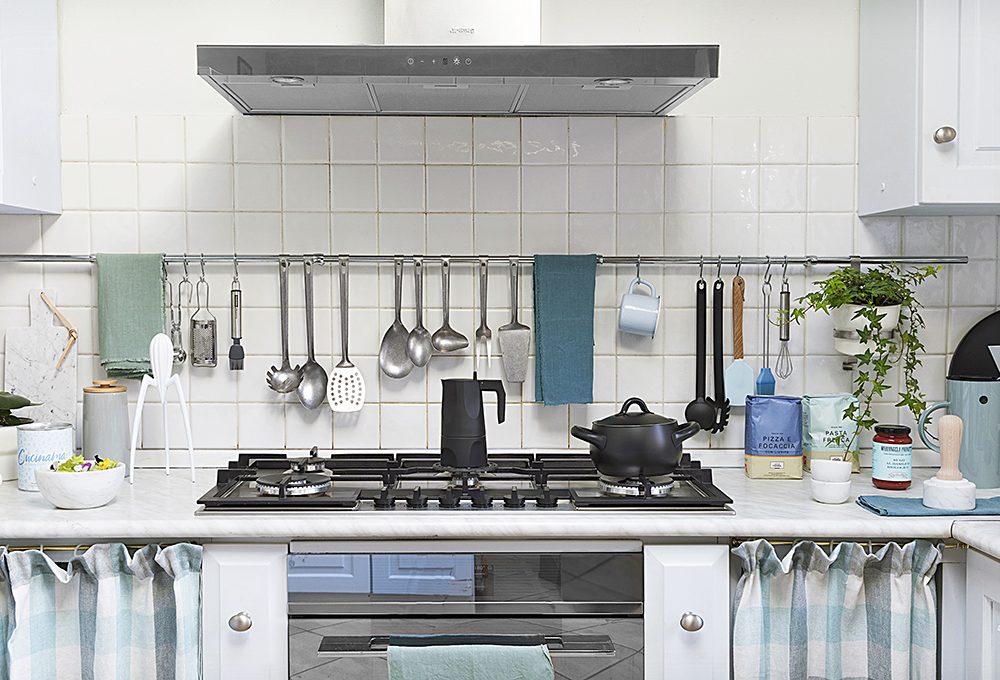 Basta una mano di colore per rinnovare la cucina