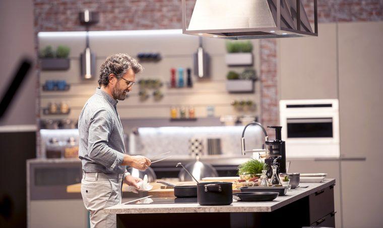 Carlo Cracco su Rai2 con il programma 'Nella mia cucina'