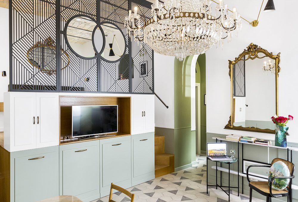 La mini casa romana si trasforma in uno spazio Art Déco