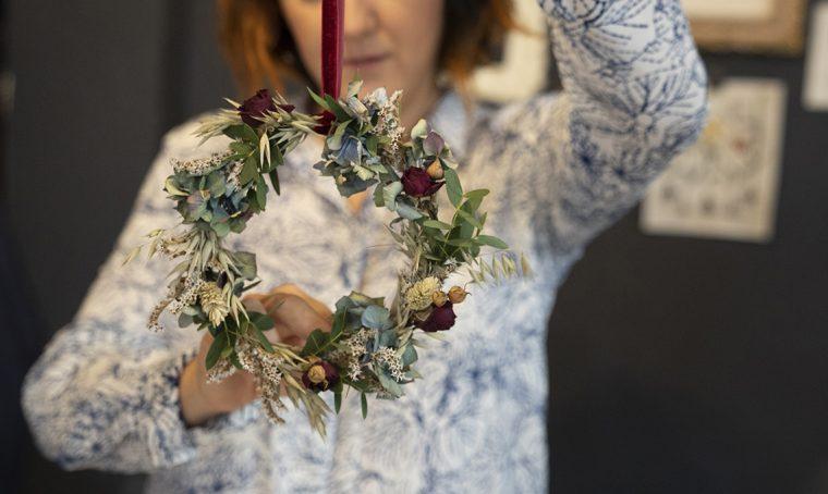Come si fa la ghirlanda di fiori secchi