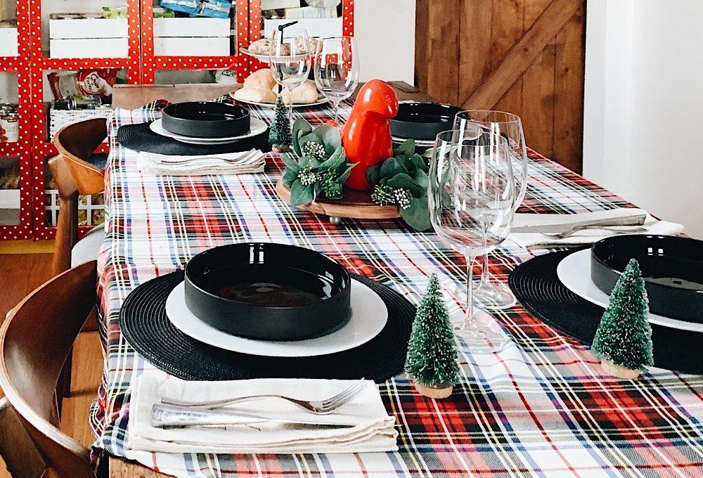 Colori tradizionali per le due 'mise en place' ispirate al Natale