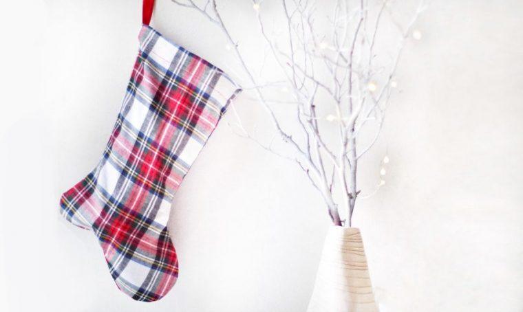 Natale: realizza la calza riciclando una camicia di flanella