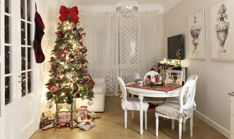 Luci e decorazioni portano la magia del Natale in casa