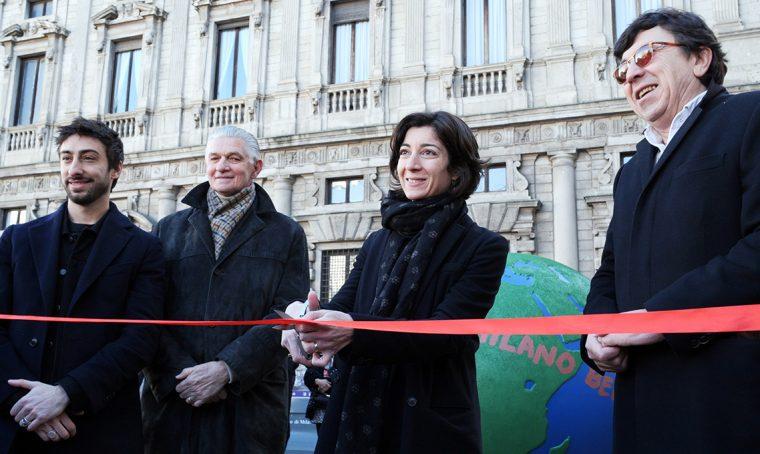 WePlanet 2020: il primo globo è in Piazza della Scala