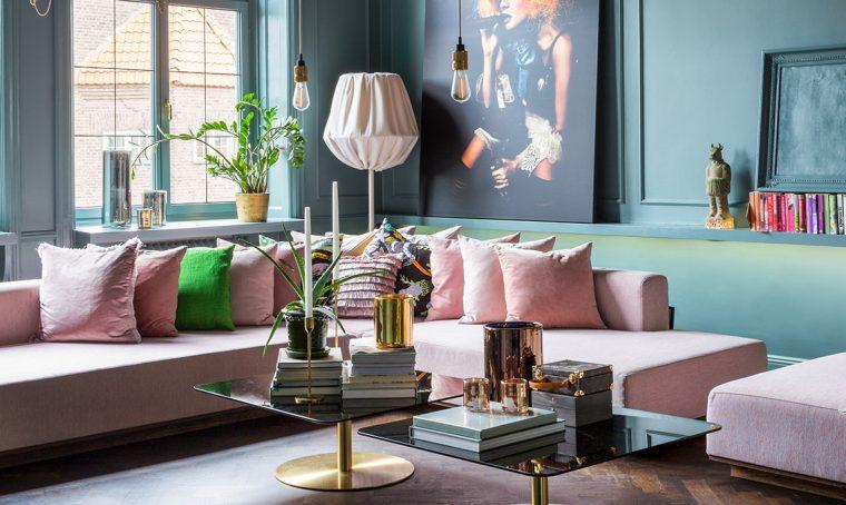 Arredare il soggiorno in stile moderno e colorato