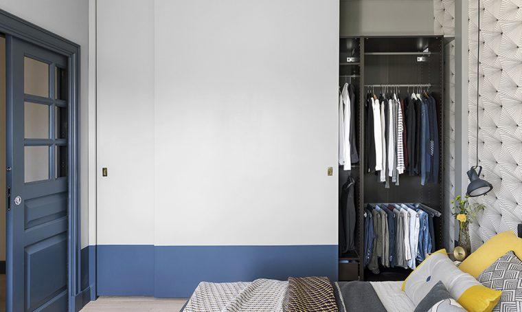 Come realizzare l'armadio nascosto da grandi ante scorrevoli