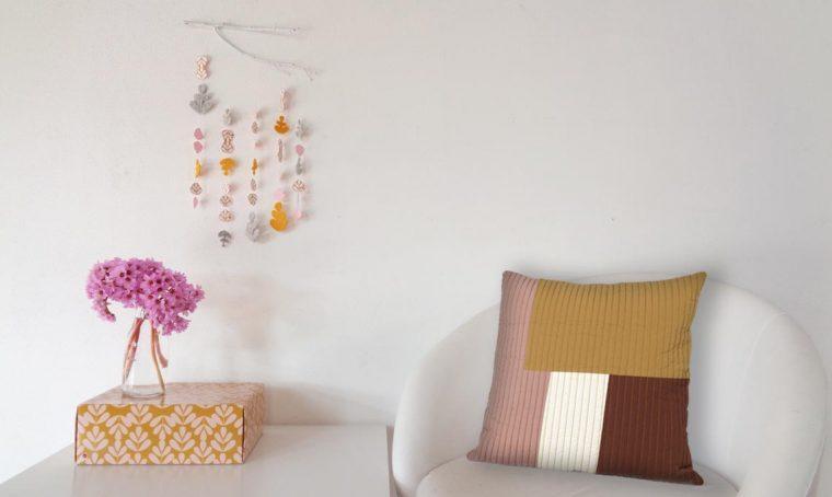 Crea una decorazione sospesa con le carte della Decor Box di CasaFacile