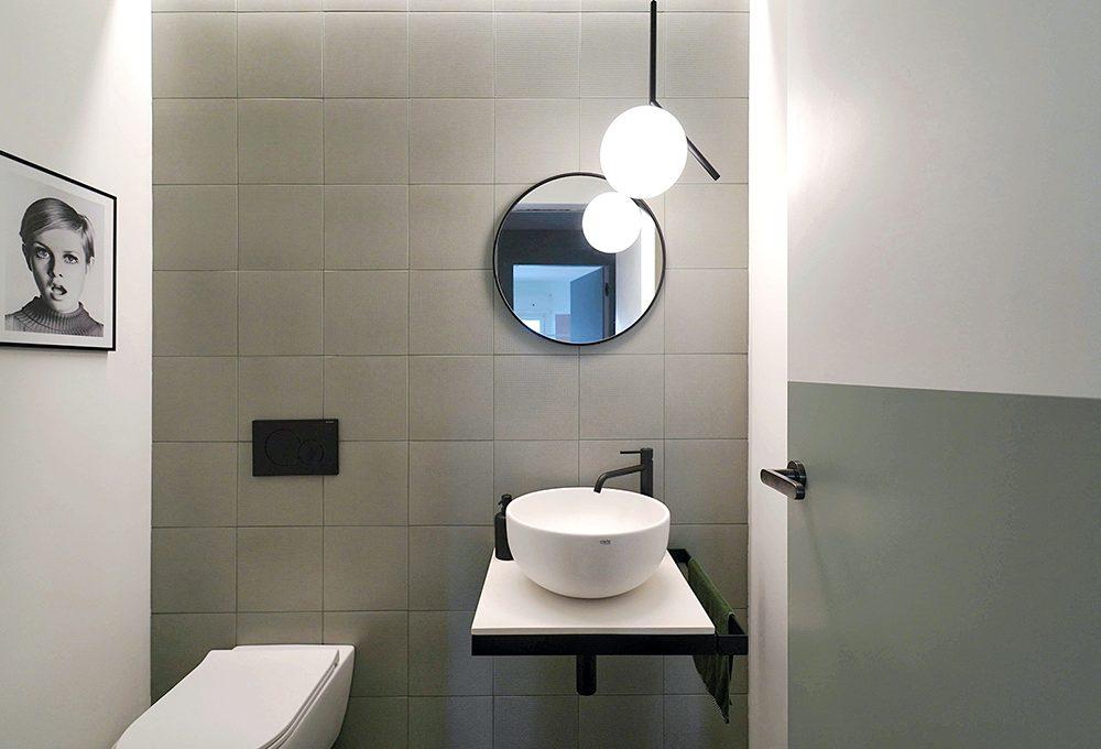 Anche un bagno piccolo può avere un grande stile