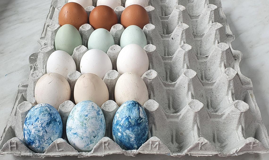 uova dipinte con lo smalto