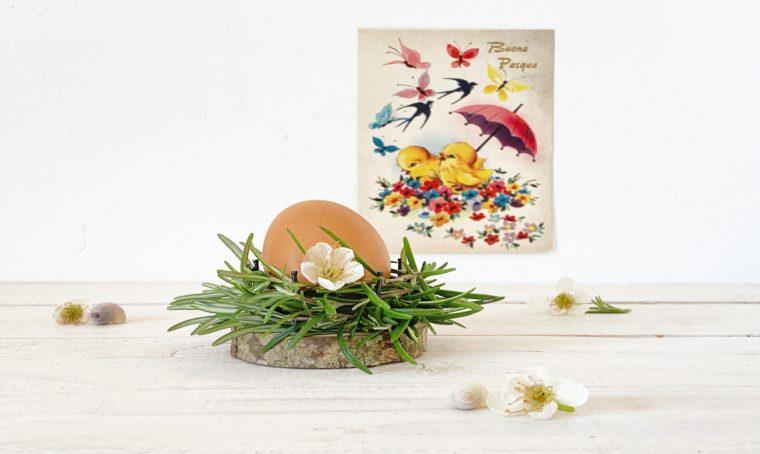 Come realizzare un nido per la tavola di Pasqua con dischetti di legno e rosmarino