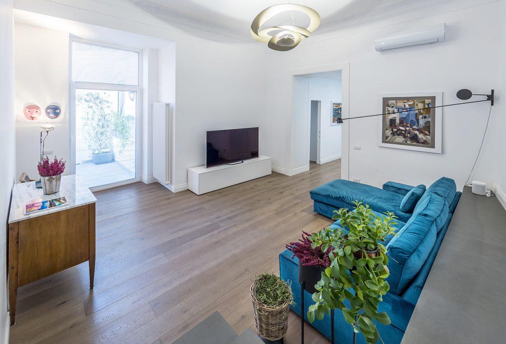 Un appartamento ristrutturato sui tetti di Napoli