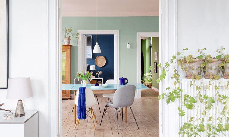 Un appartamento d'epoca valorizzato dalle sfumature di colore