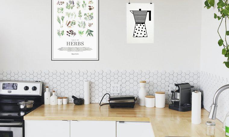 Decorare le pareti della cucina con le stampe