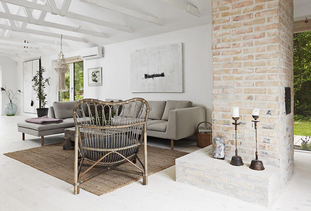 Eleganza e semplicità in un vecchio casale in stile nordico