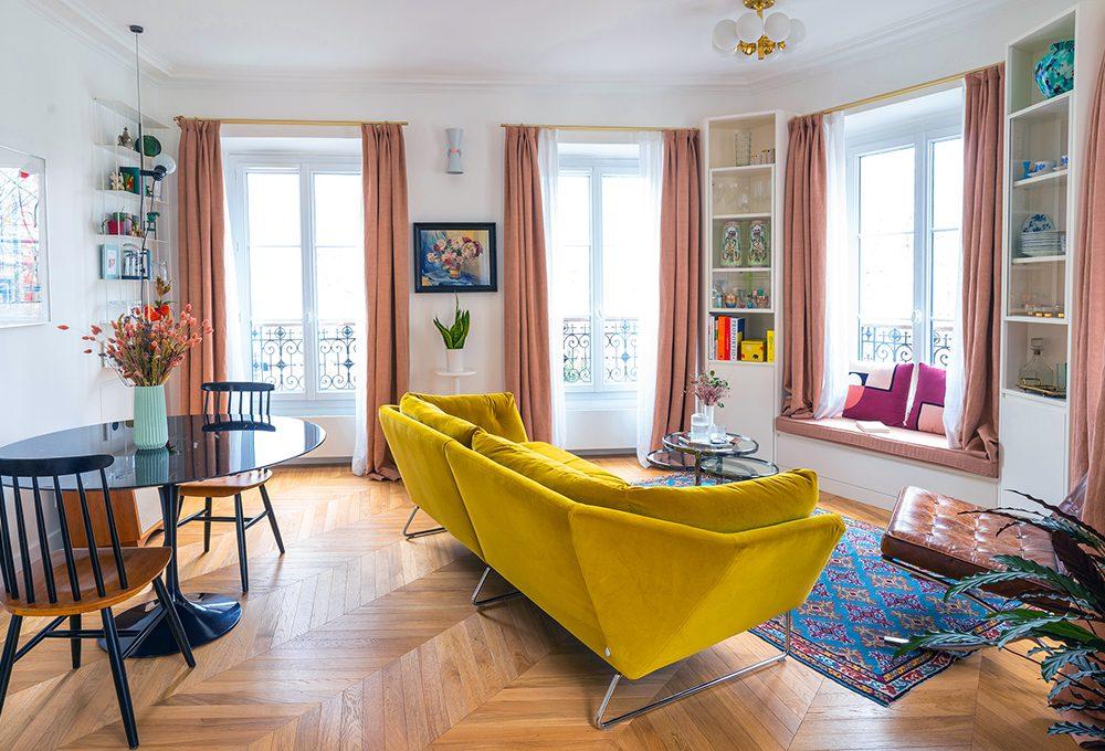Arredi tailor made, icone del design e tanta luce nel mini appartamento parigino