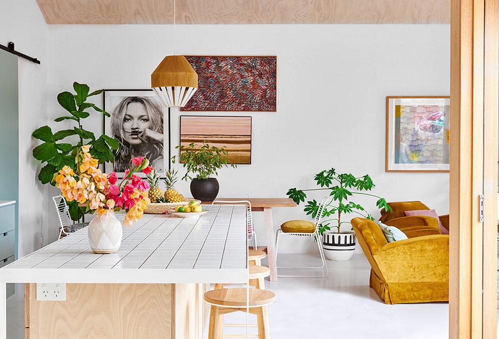 Una casa australiana in stile nordico rallegrata dai colori pastello