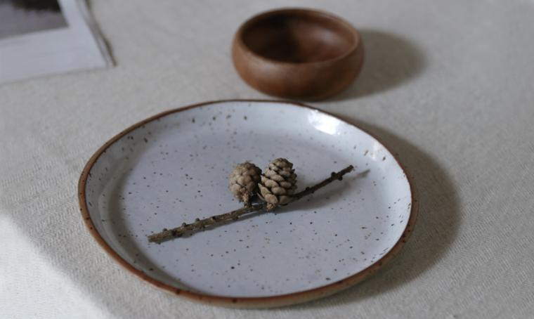 Quattro consigli per ridurre l'uso della plastica e portare un po' di natura in tavola