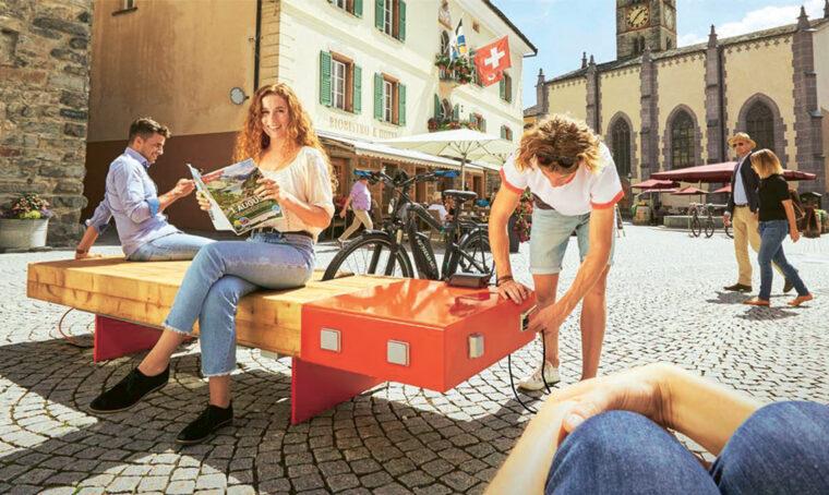E-Lounge: la panchina trasformista e connessa