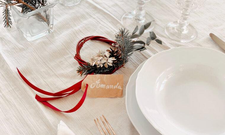 Come creare una ghirlanda segnaposto per la tavola di Natale