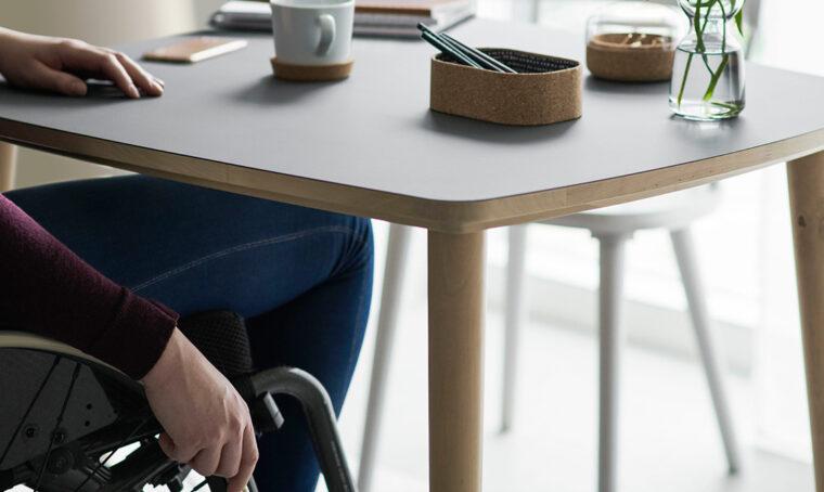 Accessori e arredi comodi per anziani e persone con disabilità