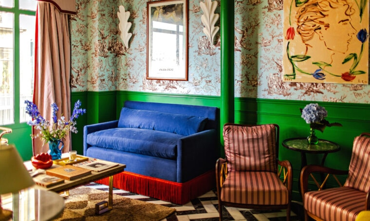 I colori e il fascino senza tempo di un hotel parigino