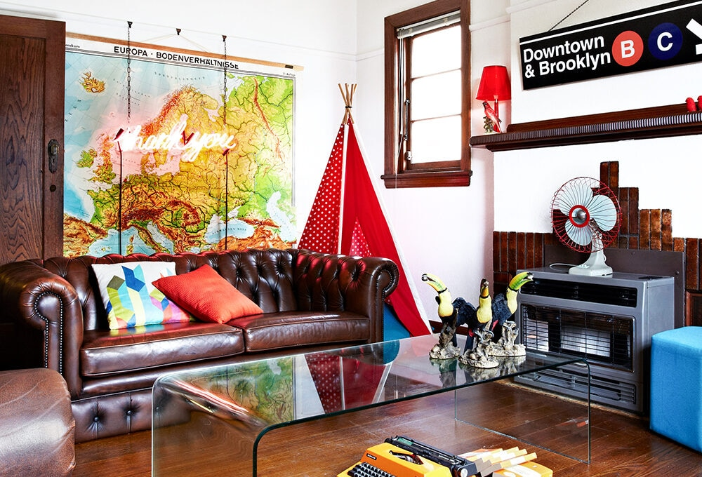 Spazi mini e maxi creatività nell'appartamento di due creativi