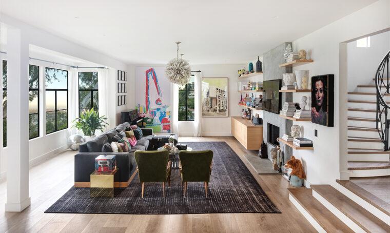 Una villa a Los Angeles tra il glamour hollywoodiano e un mix di arredi vintage e di design