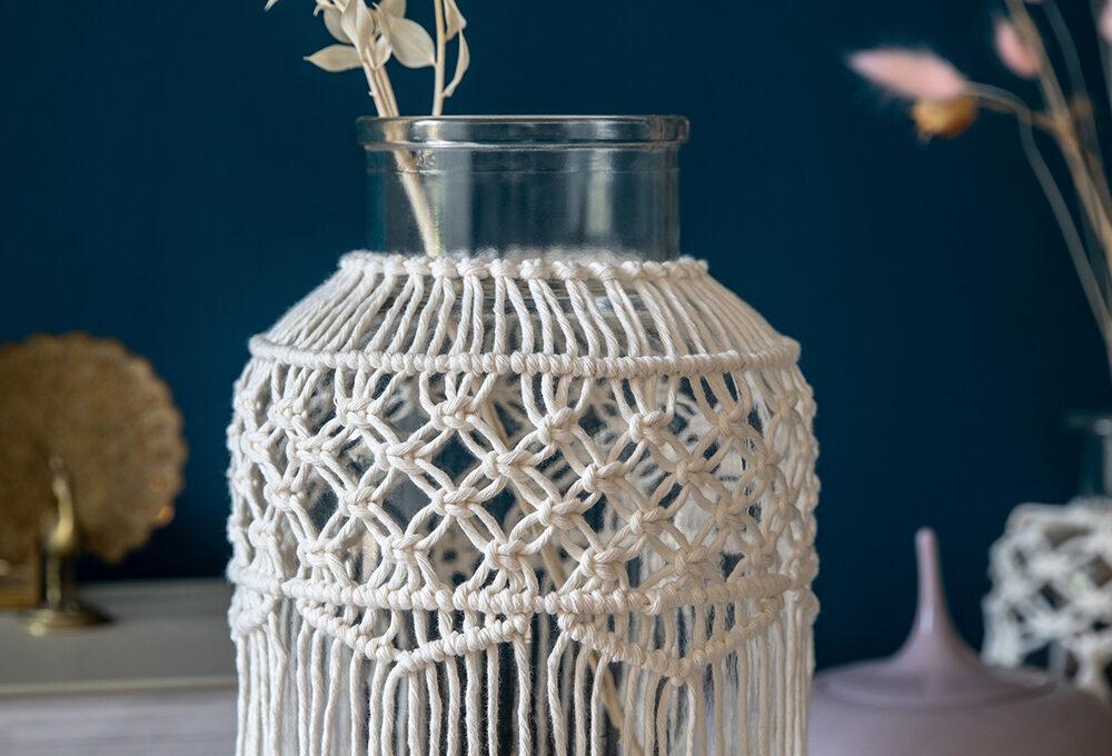 Crea la cover per il vaso in macramè