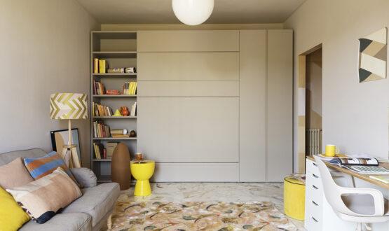 Una parete 'magica' e il living si trasforma in camera, studio e salotto