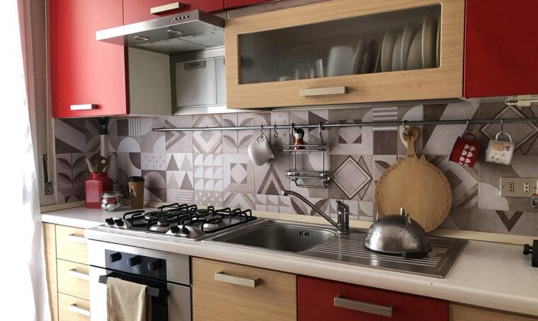Cambia aspetto alla cucina con le piastrelle adesive