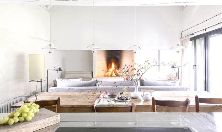 Il living in stile minimal rustico
