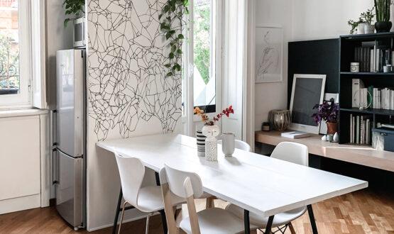 Nascondere il frigorifero con la parete décor