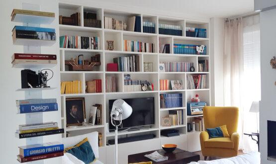 Restyling del soggiorno in stile classico con tocchi di colore