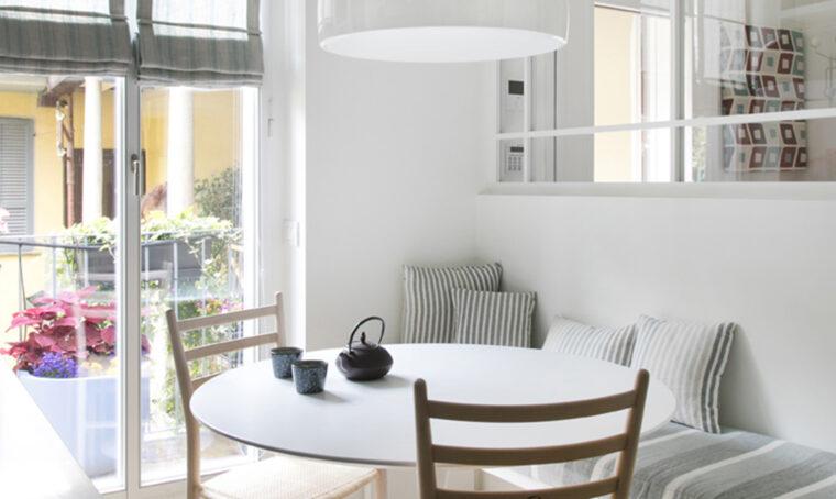Arredare il salotto in stile moderno e dai colori neutri