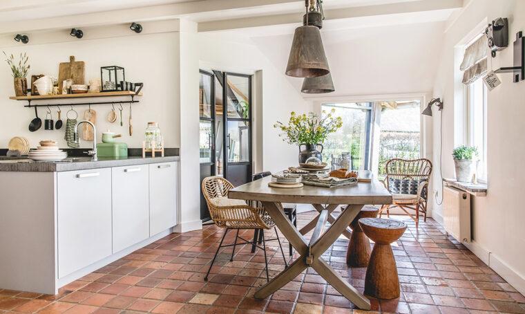 Il cottage in Olanda per chi ama il recupero e il calore del legno